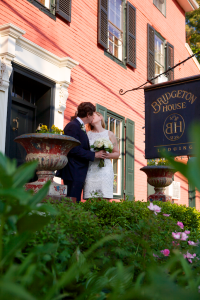 Wedding Couple Kissing Front Sign 2