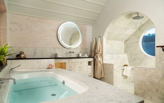 luxury getaway - 2 person jacuzzi tub, round marble rain shower with river views