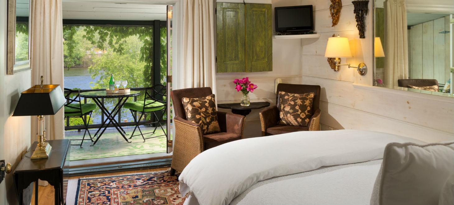 Deluxe Riverside Room 5