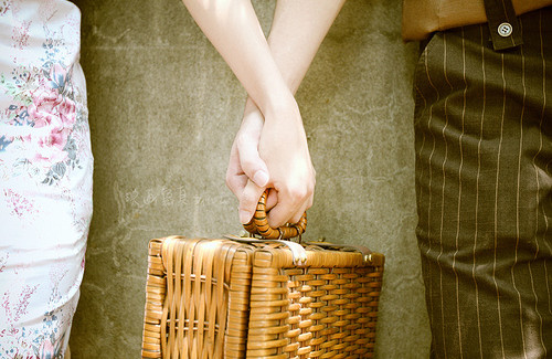 couple holding hands and filet mignot picnic basket at Bridgeton House
